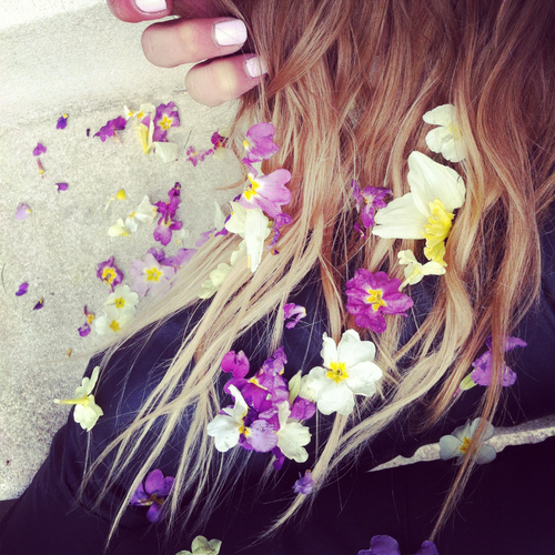 aura jade flowers in hair